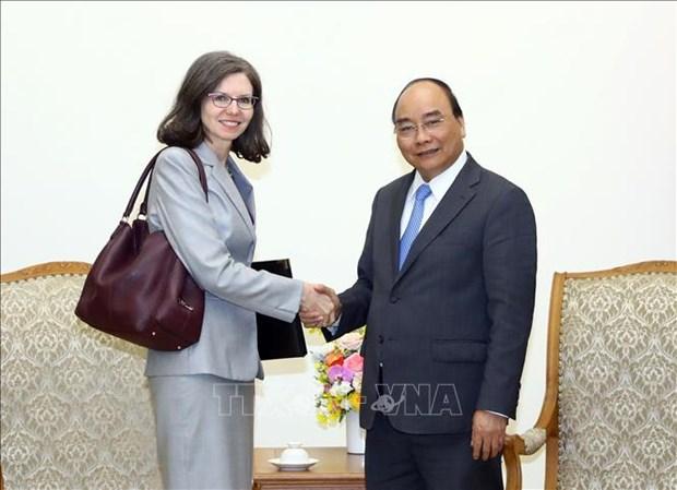 越南政府总理阮春福会见加拿大和智利驻越大使 hinh anh 1