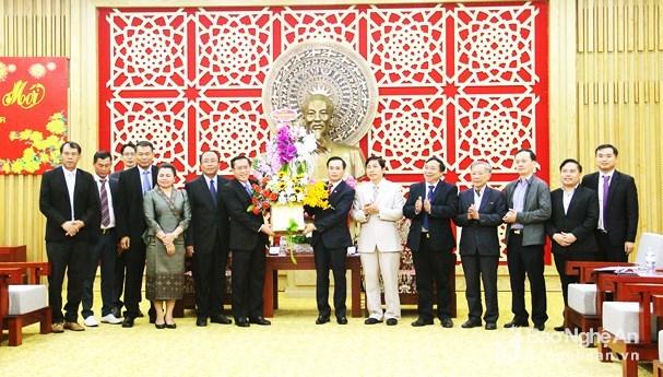 老挝多地代表组团前往乂安省拜年 hinh anh 1