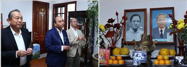 阮春福总理上香缅怀历任党和国家原领导 hinh anh 1