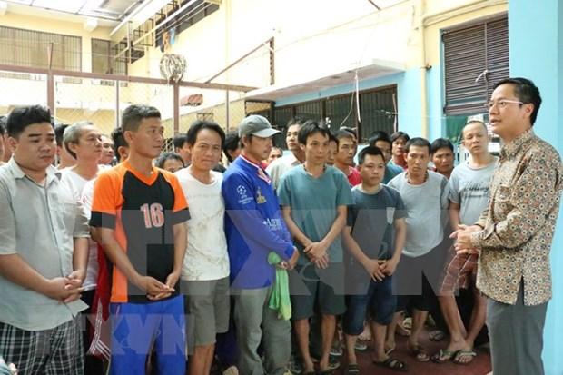 越南驻印度尼西亚大使馆春节前走访慰问越南渔民 hinh anh 1