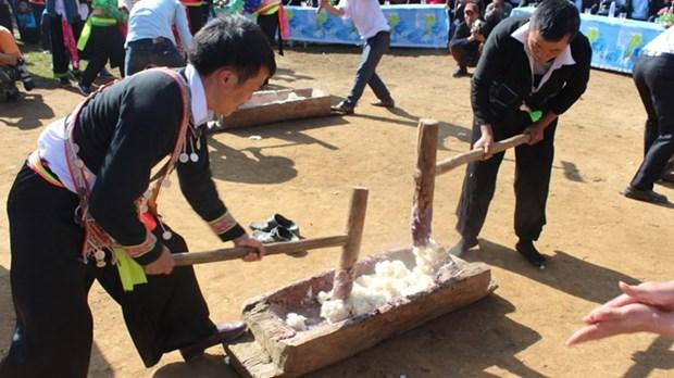 奠边省蒙族同胞喜迎传统春节——闹比筹节 hinh anh 1