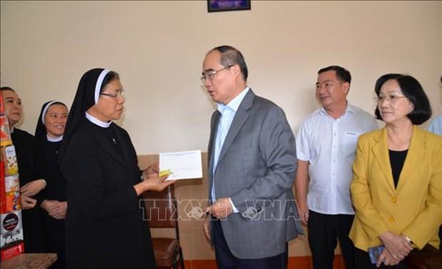 胡志明市和河内市领导人向各宗教团体拜年 hinh anh 2