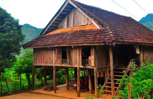 建设仿木混凝土质高脚屋 保护民族文化的良方 hinh anh 1