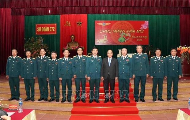 政府总理对空军372师练兵备战工作进行检查 hinh anh 2