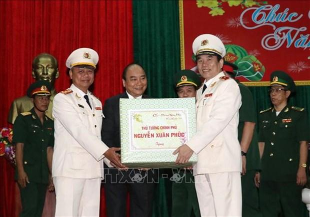 政府总理阮春福向岘港市武装力量及人民拜年 hinh anh 2