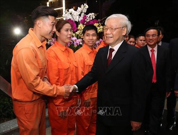 越共中央总书记、国家主席阮富仲向113警察部队和国家电力系统调度中心拜年 hinh anh 2