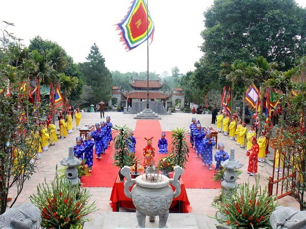数万人春节期间来到海阳省各寺庙迹上香拜佛 hinh anh 1
