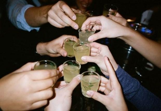 越南酒文化 :别让欢乐化为愁悲 hinh anh 1