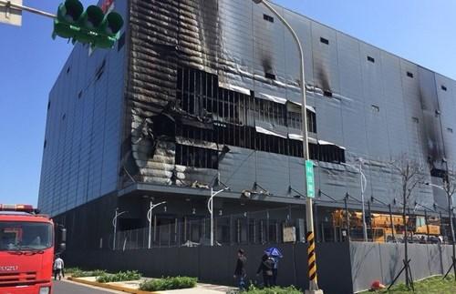 台湾桃园一厂房发生大火事故:努力确保越南劳动者的正当权利 hinh anh 1