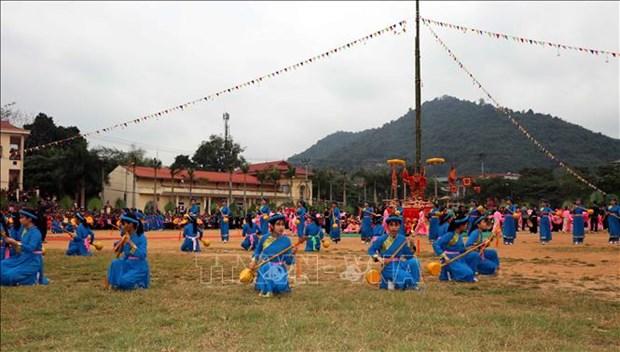 四面八方游客和当地居民纷纷前来参加宣光省隆东节 hinh anh 1