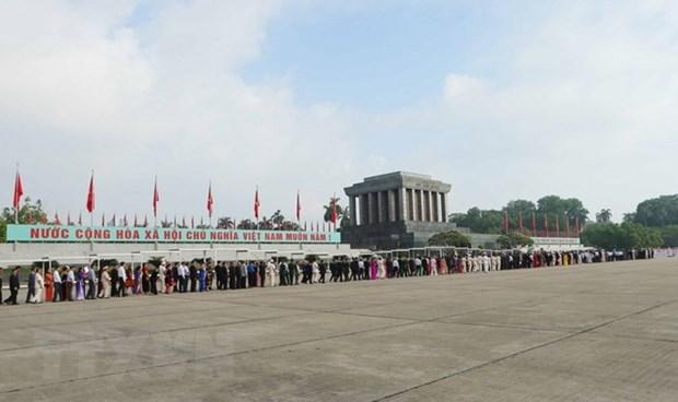 春节期间胡志明主席陵接待游客量达4.7万多人次 hinh anh 1
