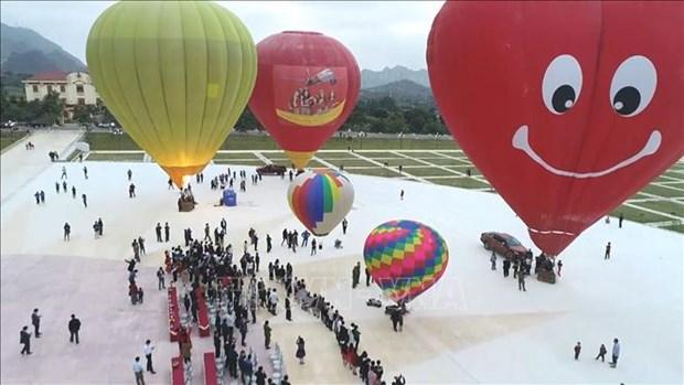 第二届国际热气球节在山罗省开幕 hinh anh 1