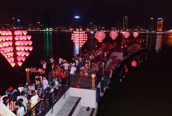 来越南岘港市共度一个浪漫的情人节 hinh anh 1