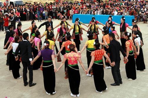 莱州省群舞节:丰富多彩的活动吸引游客的眼球 hinh anh 1