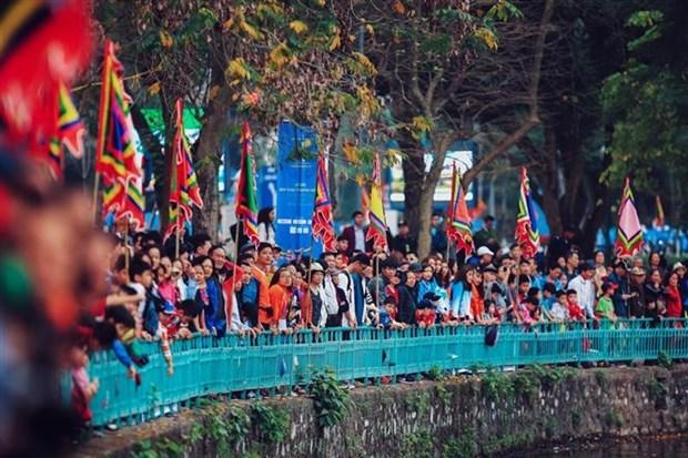 热闹非凡的2019年河内市龙舟公开赛正式开赛 hinh anh 2