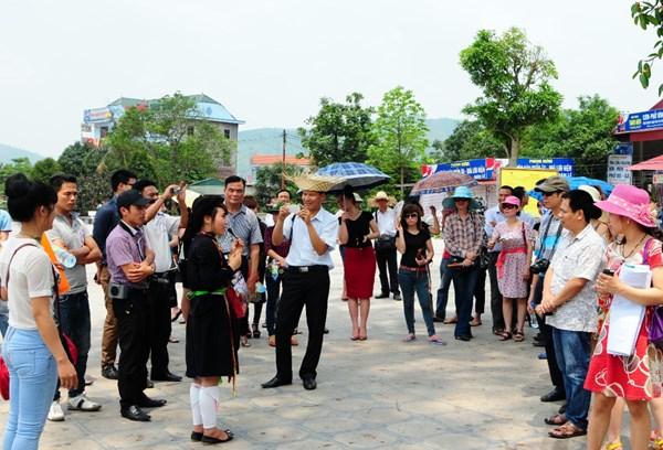 坚持增加国际游客到访量和提升旅游收入两手抓 hinh anh 1