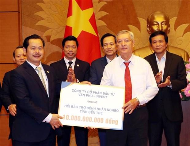 阮氏金银会见为社会做出贡献的企业家代表 hinh anh 2