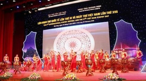 第四届越南文学推介国际会议暨国际诗歌联欢会落下帷幕 hinh anh 1
