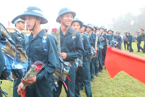 越南安沛省举行2019年度新兵入伍欢送仪式 hinh anh 2