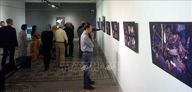 布魯-雲喬族同胞图片展在胡志明市举行 hinh anh 2