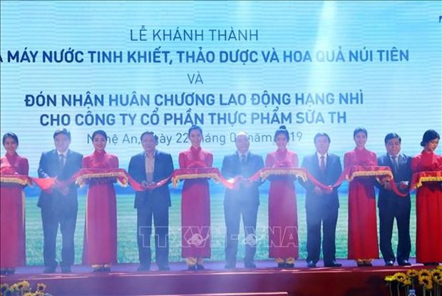 阮春福出席乂安省仙山清洁水、草药和水果饮料生产厂落成典礼 hinh anh 1
