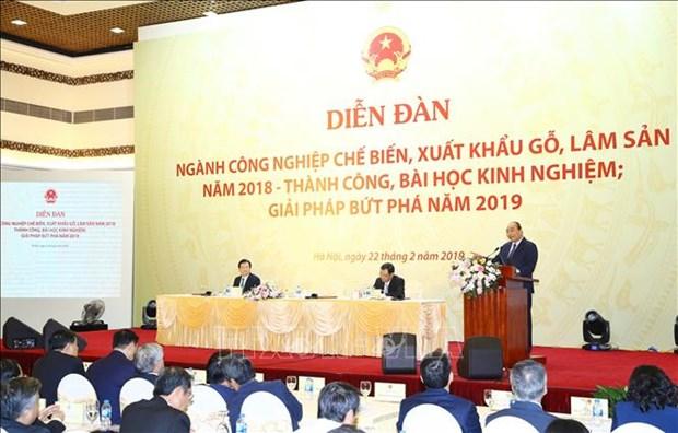 政府总理阮春福:2019年木材和林产品出口额需突破110亿美元的大关 hinh anh 1
