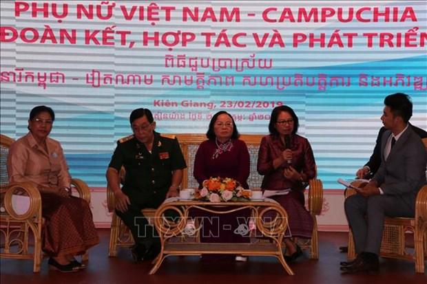越柬两国妇女进行交流 增进团结、合作 共促发展 hinh anh 1
