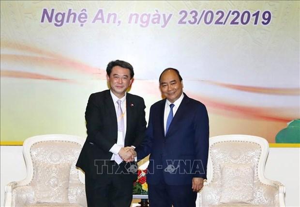 政府总理阮春福会见在乂安省进行投资的企业家和投资者 hinh anh 1