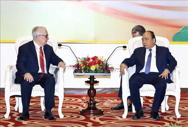 政府总理阮春福会见在乂安省进行投资的企业家和投资者 hinh anh 3