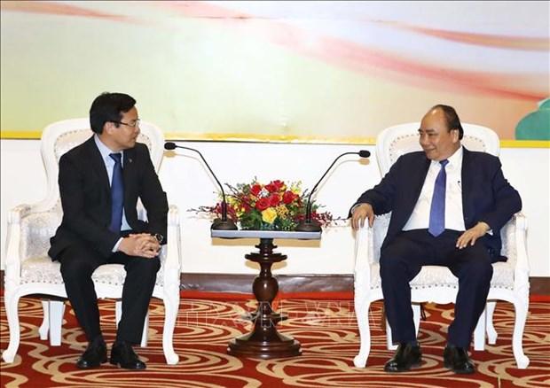 政府总理阮春福会见在乂安省进行投资的企业家和投资者 hinh anh 2