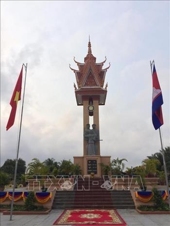 越柬友谊纪念碑在阮富仲访柬之前正式落成 hinh anh 2
