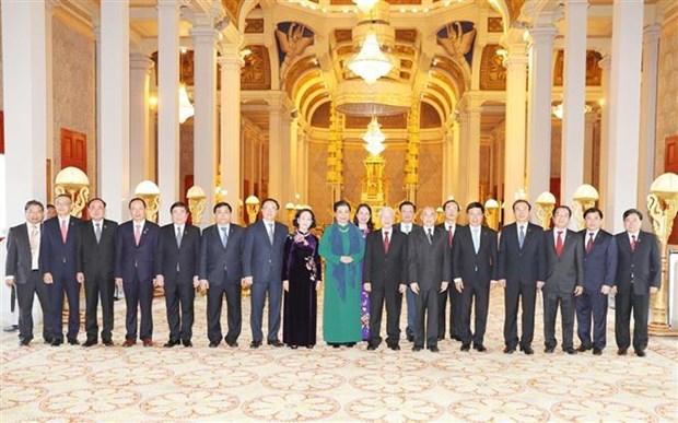 越共中央总书记、国家主席阮富仲同柬埔寨国王诺罗敦·西哈莫尼举行会谈 hinh anh 1