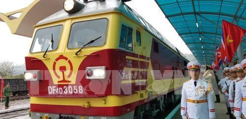 朝鲜最高领导人抵达同登火车站 开始越南之行 hinh anh 3