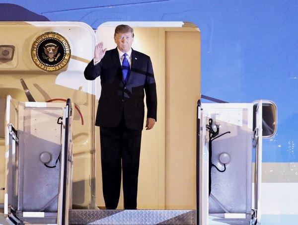 美国总统特朗普抵达越南 开始赴越出席美朝领导人第二次会晤之行 hinh anh 1