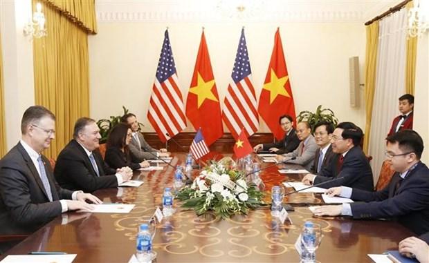 政府副总理兼外长范平明同美国外长迈克·蓬佩奥进行会谈 hinh anh 2