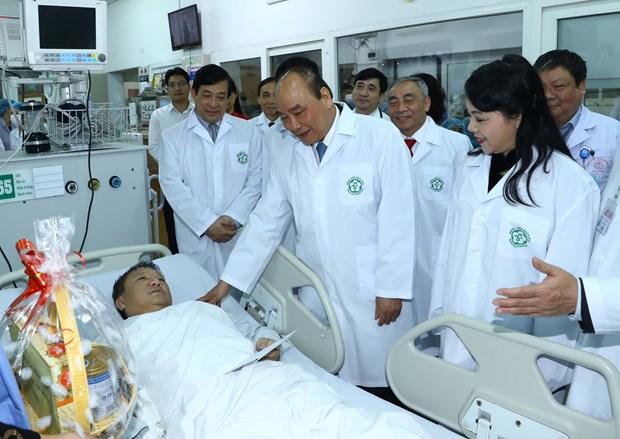 阮春福总理:医务人员队伍是默默奉献者 hinh anh 1