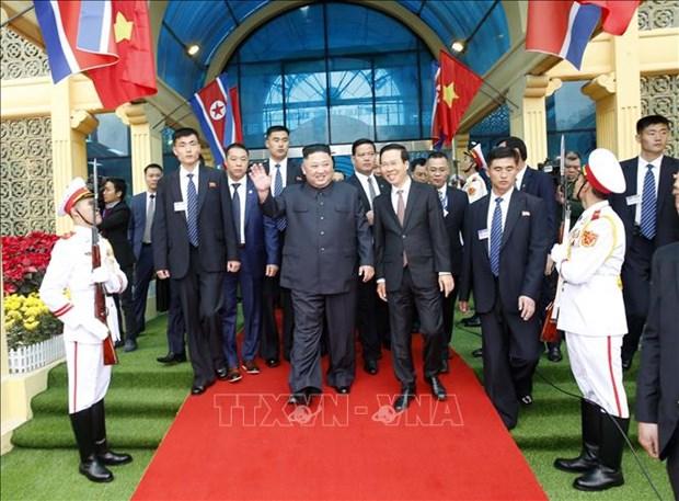 朝鲜最高领导人金正恩车队离开同登火车站 驶往河内 hinh anh 1