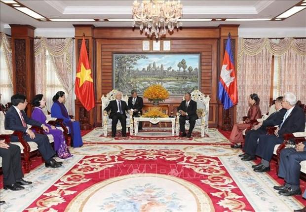阮富仲会见柬埔寨参议院议长赛冲和国会主席韩桑林 hinh anh 2