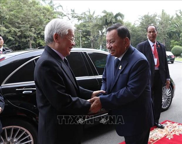 阮富仲会见柬埔寨参议院议长赛冲和国会主席韩桑林 hinh anh 1