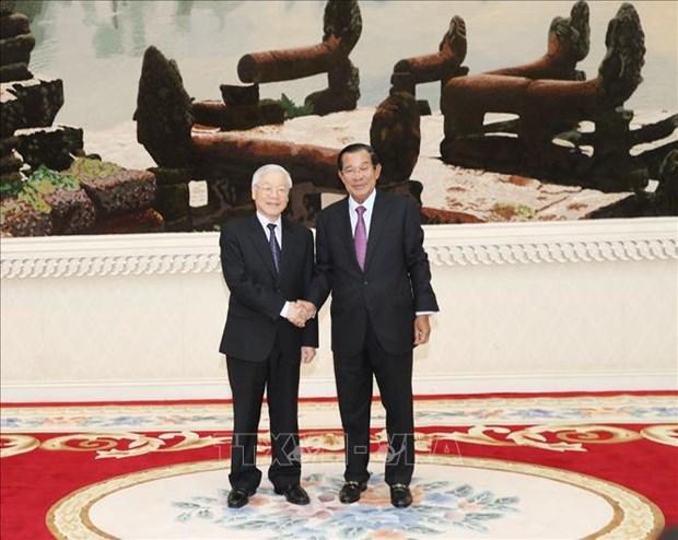 越共中央总书记、国家主席阮富仲会见柬埔寨首相洪森 hinh anh 1