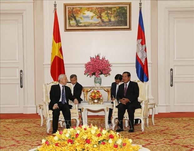 越共中央总书记、国家主席阮富仲会见柬埔寨首相洪森 hinh anh 2