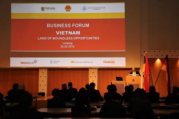 越德投资贸易论坛在德国莱比锡市举行 hinh anh 1