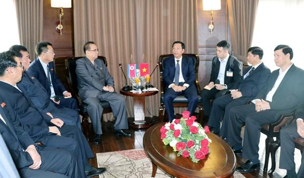 朝鲜劳动党高级领导代表团参观世界自然遗产下龙湾 hinh anh 1