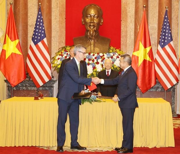 阮富仲与美国总统特朗普见证两国4个合作文件的签署 hinh anh 1