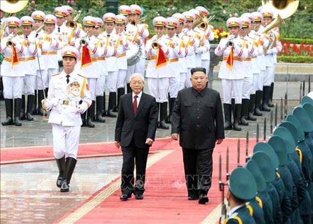 阮富仲为朝鲜最高领导人金正恩举行欢迎仪式并举行会谈 hinh anh 2