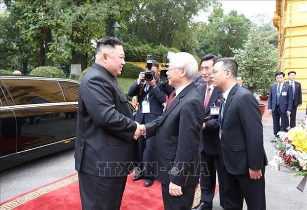 阮富仲为朝鲜最高领导人金正恩举行欢迎仪式并举行会谈 hinh anh 1