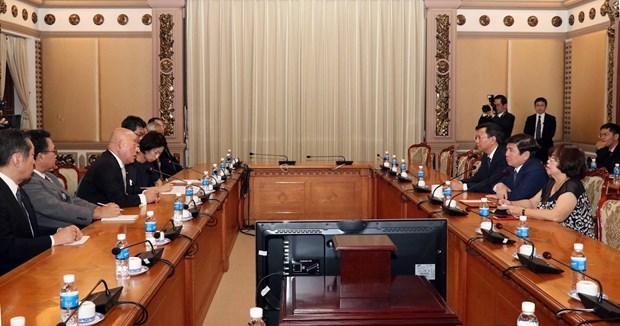 胡志明市领导会见日本政府政治顾问饭岛勋 hinh anh 2