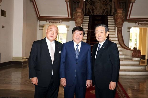 胡志明市领导会见日本政府政治顾问饭岛勋 hinh anh 1