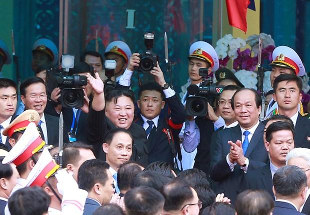 朝鲜最高领导人金正恩离开同登火车站 结束对越南进行正式友好访问 hinh anh 1