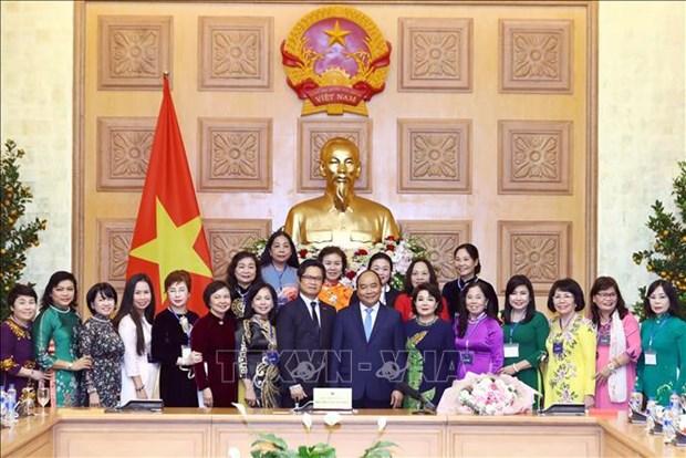 越南政府总理阮春福会见越南女企业家代表 hinh anh 2